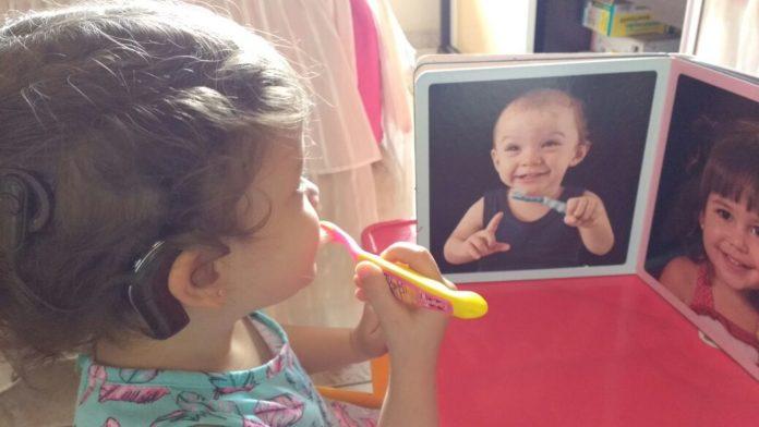 desenvolvimento de crianças com deficiência auditiva